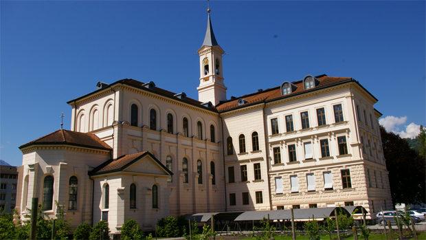 Das Alte Gymnasium Sarnen im Sonnenschein