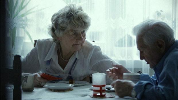 Ein altes Paar beim Frühstück