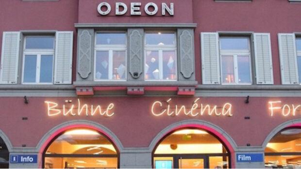 Aussenaufnahme des Eingangs zum Odeon Brugg